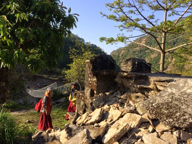 Yangri bridge damaged by earthquake