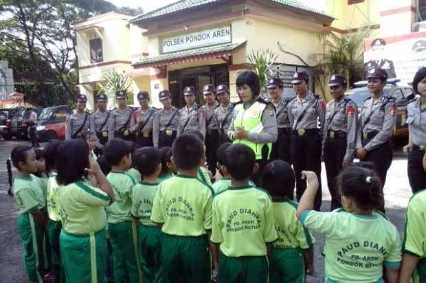 Anak-anak Paud Sambangi Polsek Pondok Aren