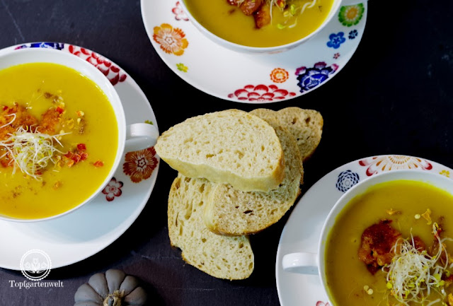 einfache Kürbissuppe mit Kokos und spicy Garnelen mit Cayennepfeffer - Foodblog Topfgartenwelt