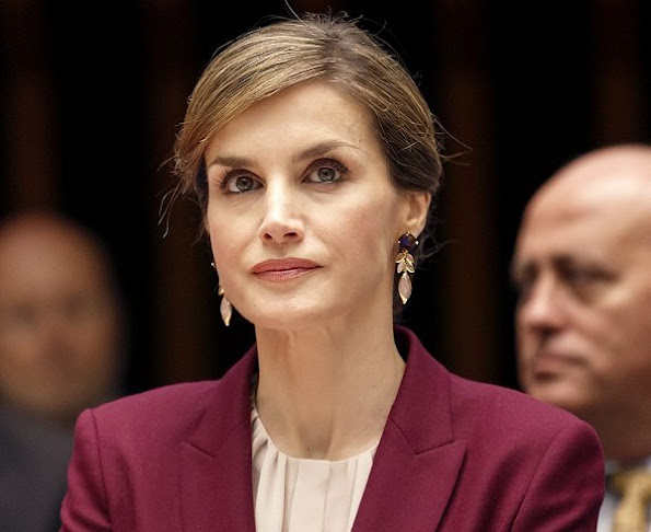 Queen Letizia wore Hugo Boss Jamayla Blazer and Valessima Skirt, Prada Pumps, Coolook hera earrings