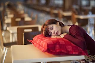 исследователи обозначили причину, по которой плохой сон может иметь отношение к высокому риску развития болезни Альцгеймера