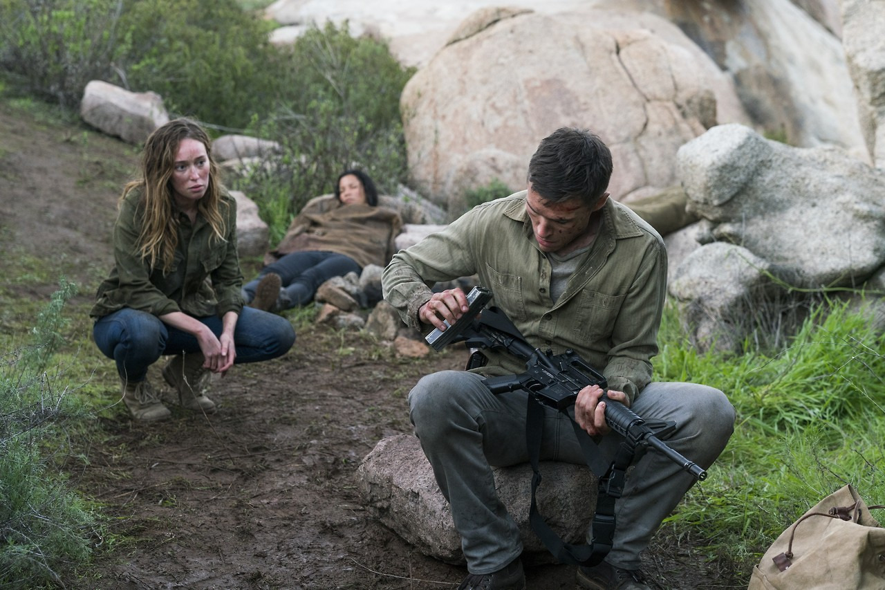 Alicia y Jake Otto durante el episodio 2 de la tercera temporada de Fear The Walking Dead