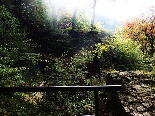 Zejście z Trzech Koron, Zamek Pieniński