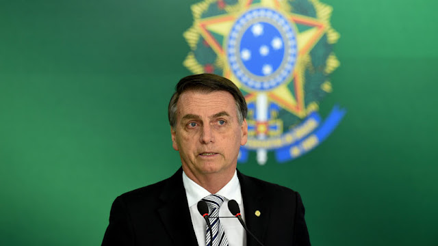 """Bolsonaro dice que los brasileños """"no saben todavía lo que es la dictadura"""""""