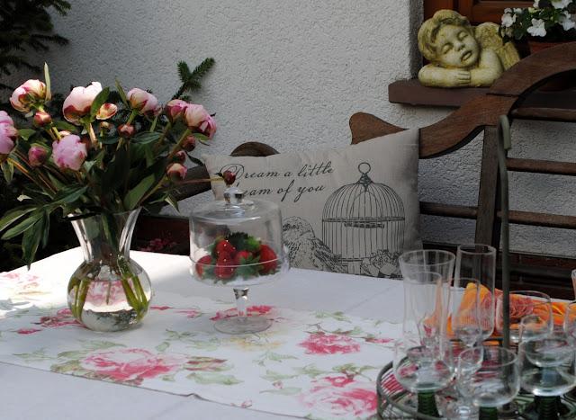 Wetterfeste Kissen für den Garten selbermachen