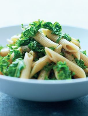 Vegetarian Diet Recipes - Rye pasta with kale and garlic