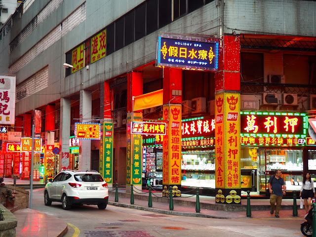 Neon signs in Chinese, Macau