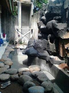 Pembuatan kolam relif air terjun