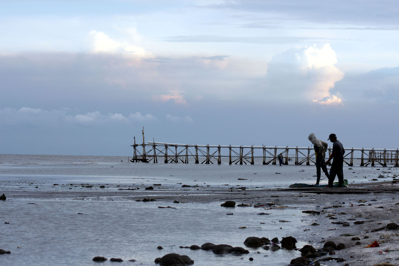 wisata Pantai Pelangi karawang