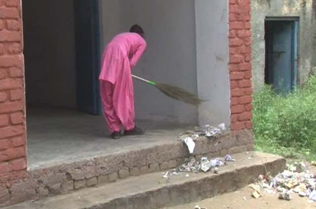 Students from vacant classes, sweep, only 6 teachers in school till 12th,