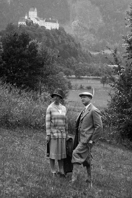 Selfie mit Schloss Hohenauschau im Hintergrund - Richtung Scheibenwand - 1920-1940 - Detail
