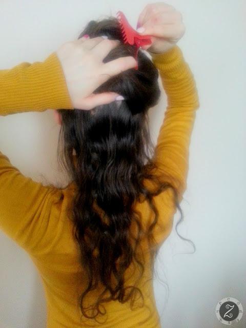 KROK 3: upinamy zbędne włosy klamrą, aby nie przeszkadzały w zapinaniu doczepek