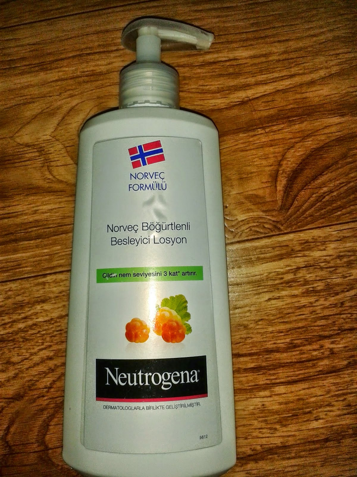 Neutrogena Norveç Böğürtlenli Vücut Losyonu