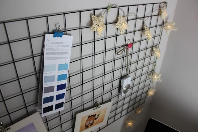 fairy lights on wire grid memo board