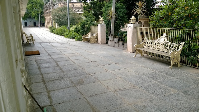 Another view of the sitting place