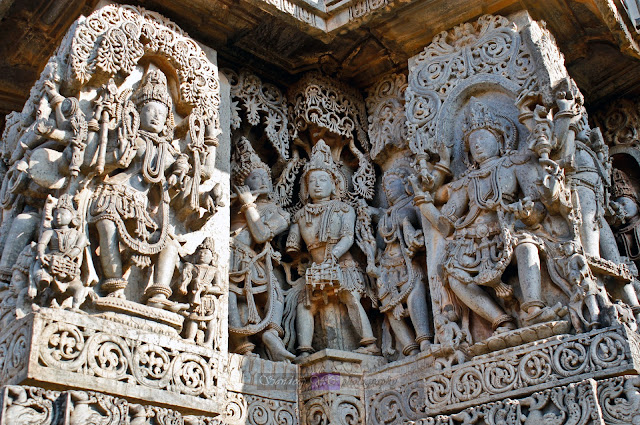 Sculptures on the walls of the Hoysaleshwara temple