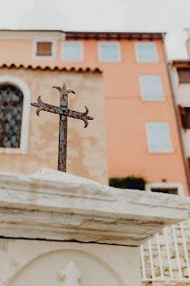 θρησκεία γράφει η Ερωφίλη Πατεράκη