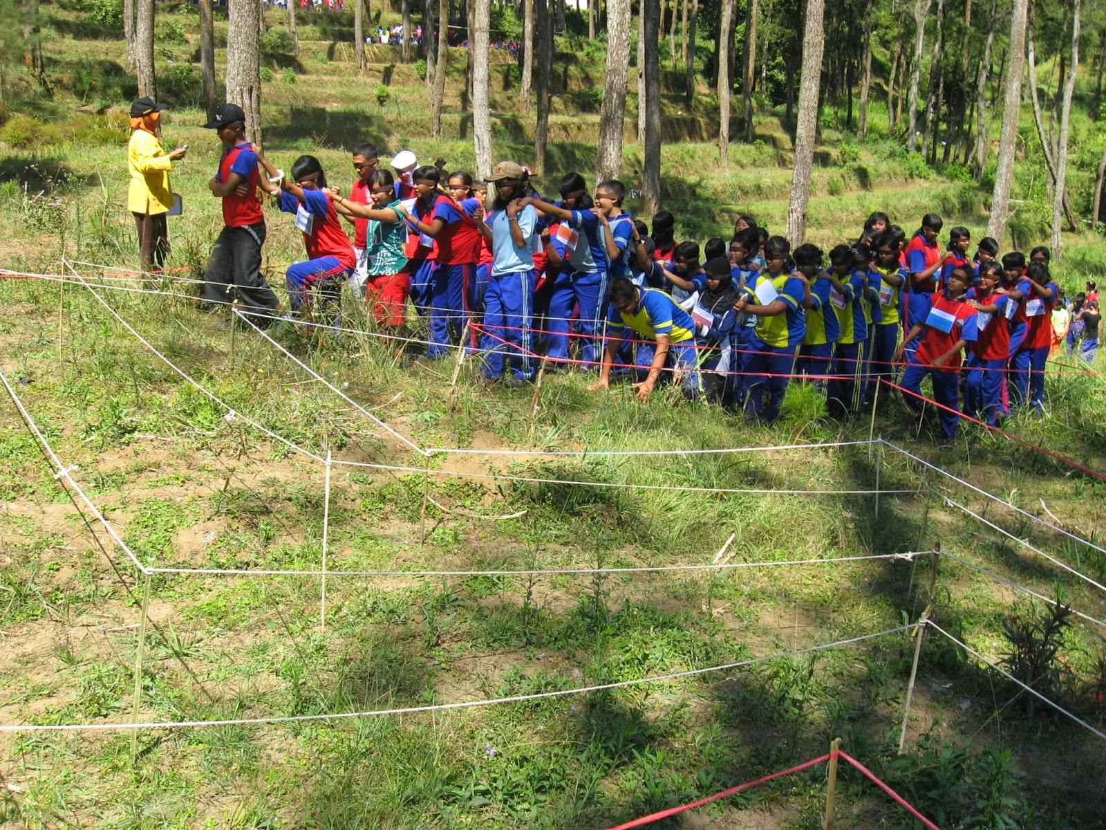 Jasa Outbound Semarang : Permainan Blind Walk