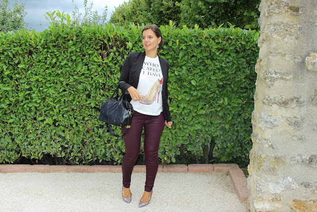 look rock glamour, pantalon slim enduit Naf Naf, tee shirt à message