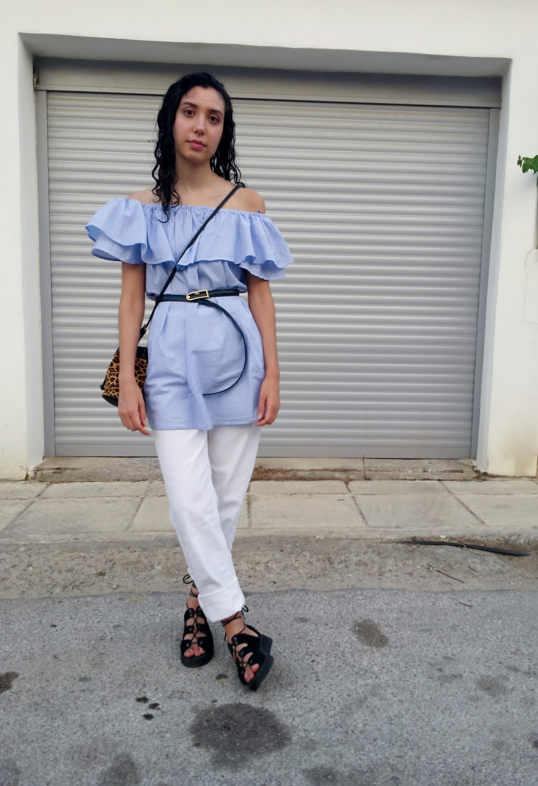 How to wear the Off-shoulder dress: With a Belt over Jeans