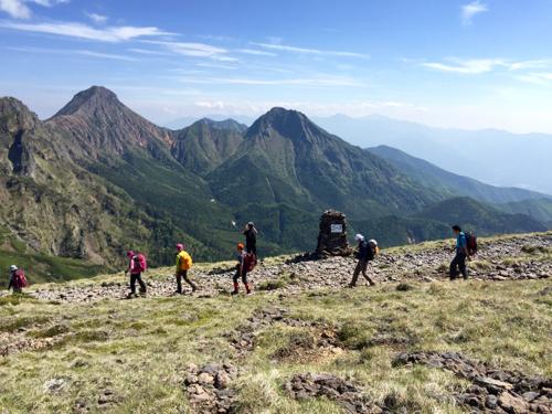 硫黄岳山頂から赤岳、中岳、阿弥陀岳方面を望む