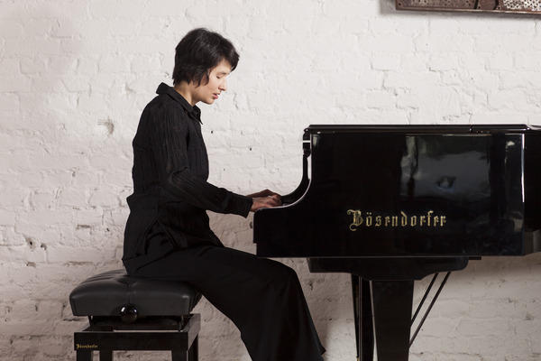 Kimiko Ishizaka Photo credit: Intuitive Fotografie - Philippe Ramakers