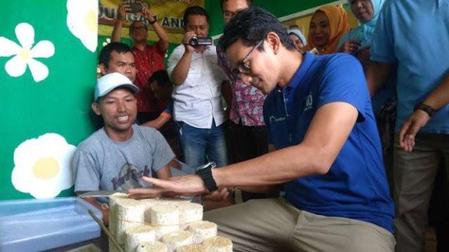 Sandiaga Uno Belajar Iris Tempe Setipis Kartu ATM di Malang