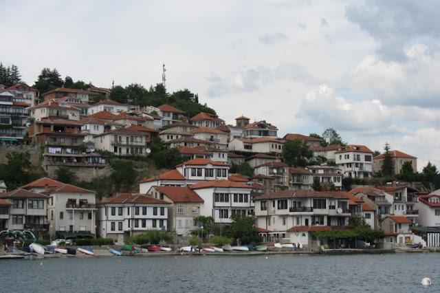 Macedonië, zicht op Ohrid, vanaf het meer
