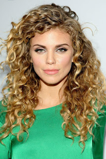 How to Style Long Curly Hair for Women