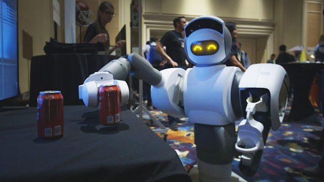 روبوت يقدم لك المشروبات من الثلاجة