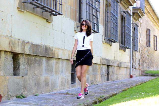Minifalda y exclamación