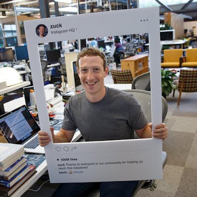 Mark Zuckerberg di Kantornya
