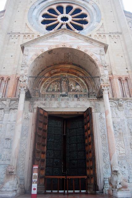 vue rapprochée sur la façade Zan Zeno