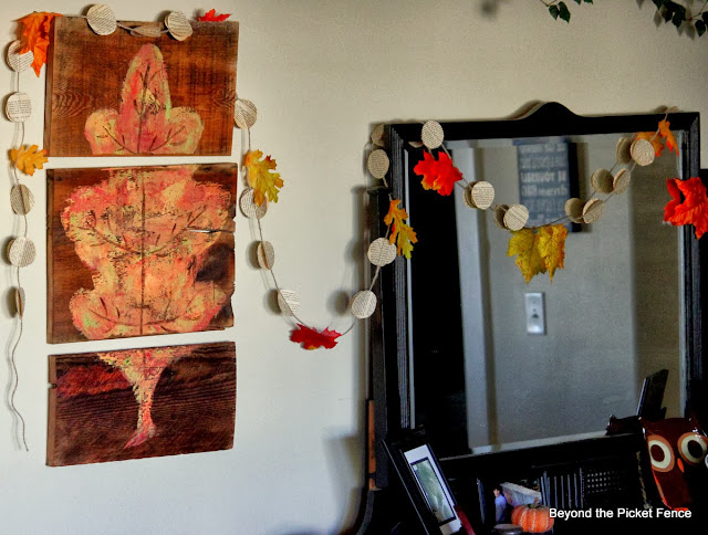 fall leaf reclaimed wood art http://bec4-beyondthepicketfence.blogspot.com/2013/10/how-to-make-fall-leaf-triptych.html