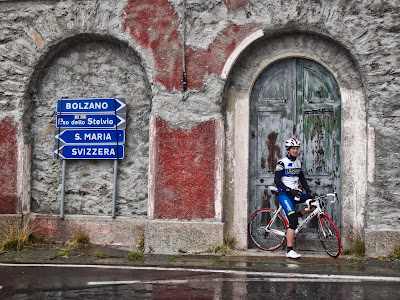 cycling stelvio pass in italy carbon road bike rental shop in bormio