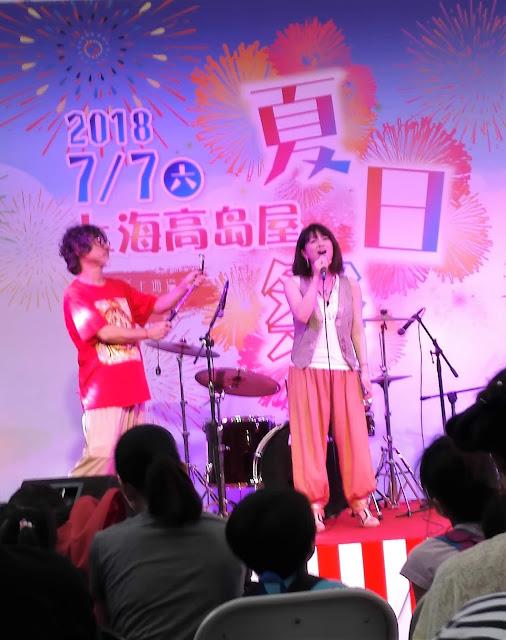 日本から参加した歌手の付き添い