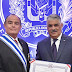Canciller Miguel Vargas impone condecoración a embajador de Chile