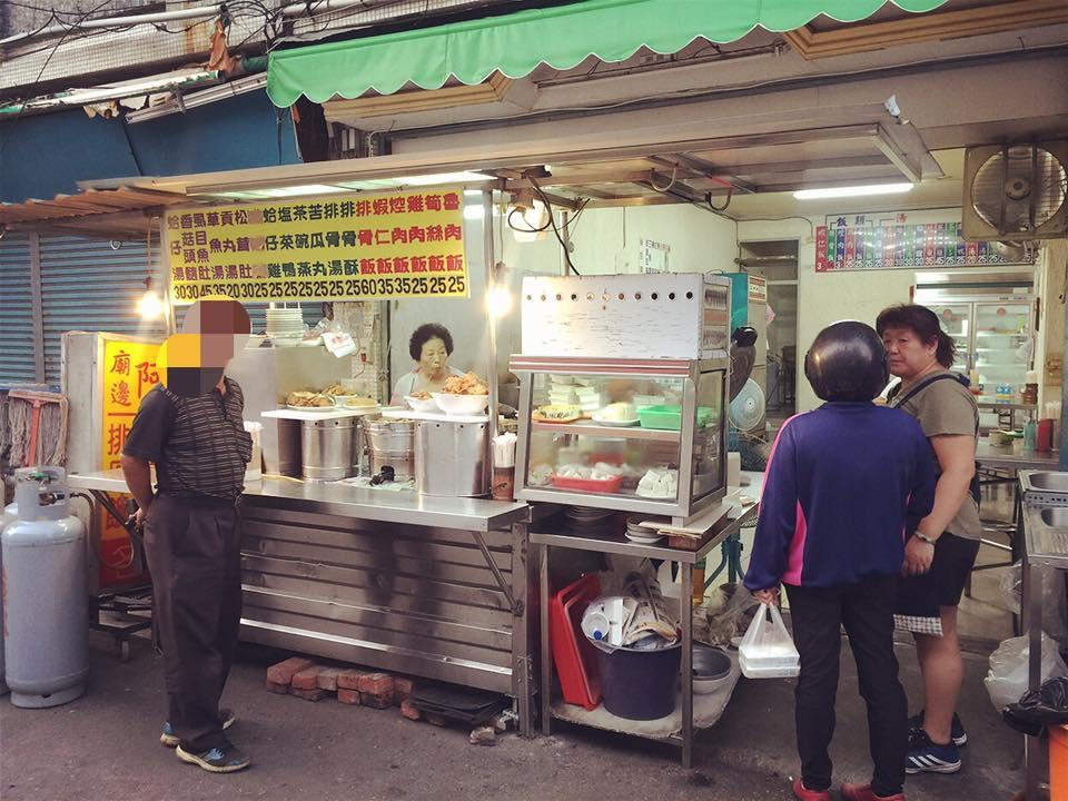 雲林北港-朝天宮附近的人氣老店《阿不倒排骨飯》大推筍絲排骨飯、茶碗蒸