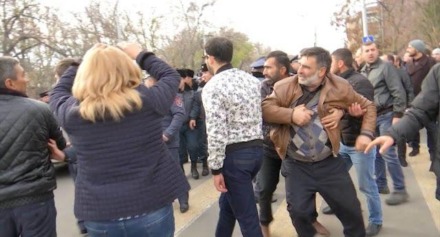 Enfrentamientos en Echmiadzin por Karekin II