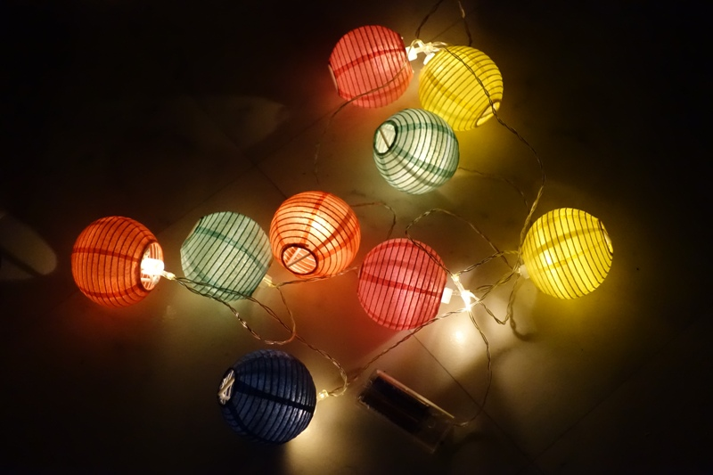 Christmas inspiration ideas decoration HEMA light chain multicolor lantern balls