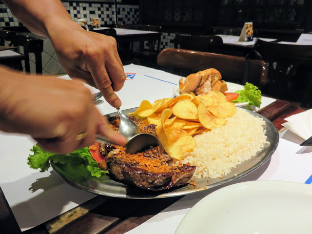What to eat in Rio: Filete served with a spoon at Garota de Ipanema