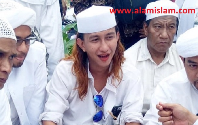 Dalam kasus ujaran kebencian Jokowi, Habib Bahar malah makin terkenal, karena itu dicari cara lain untuk membungkam Habib Bahar.