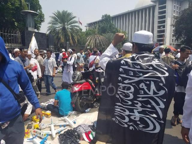 Protes Pembakaran Bendera, Massa Menyemut di Bundaran Monas