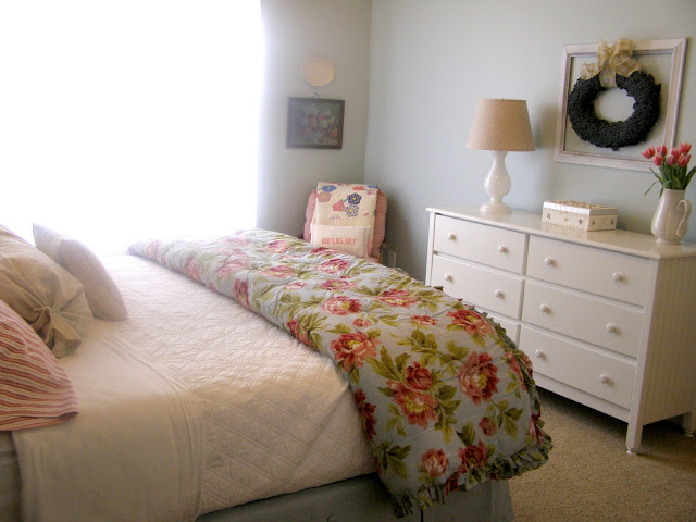 http://4.bp.blogspot.com/-wflZbbVlyUM/TV_Jy--WQoI/AAAAAAAAAgY/lrJpt6UU7wE/s1600/guestroom+reveal+007rt.jpg