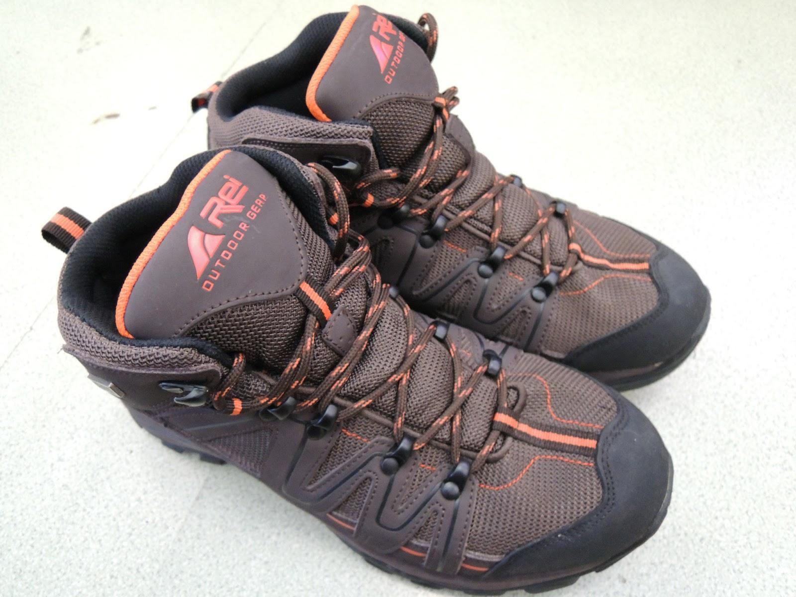 8 Sepatu Gunung Murah b37fd7c84e