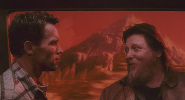 Schwarzenegger (Quaid/Hauser) on Mars - Total Recall 1990 movie image