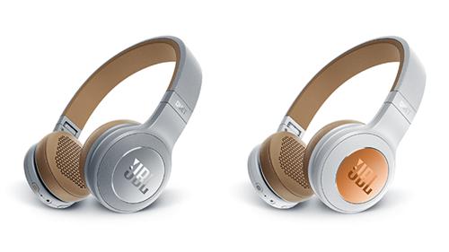 Os fones de ouvido  JBL DUET BT vêm nas cores branco, prata e preto