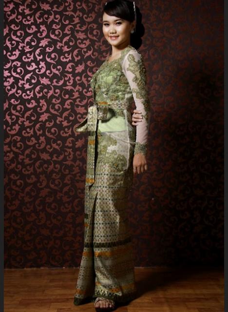 Model rok songket dengan lipatan tinggi