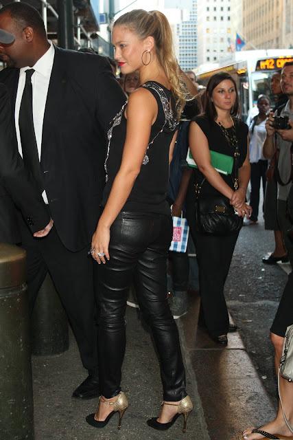 ButtBar Celebrities Famosas De Con Pantalones Culos Refaeli Unos mPv0OyN8nw