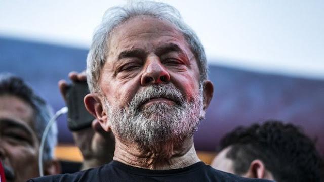 O juiz federal Ricardo Leite, da 10ª Vara Federal em Brasília, determinou nesta quinta-feira (25) a apreensão do passaporte do ex-presidente Luiz Inácio Lula da Silva.